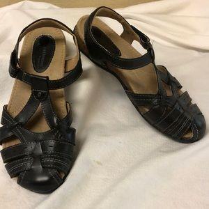 Earth Origins Women's black Tipper sandals